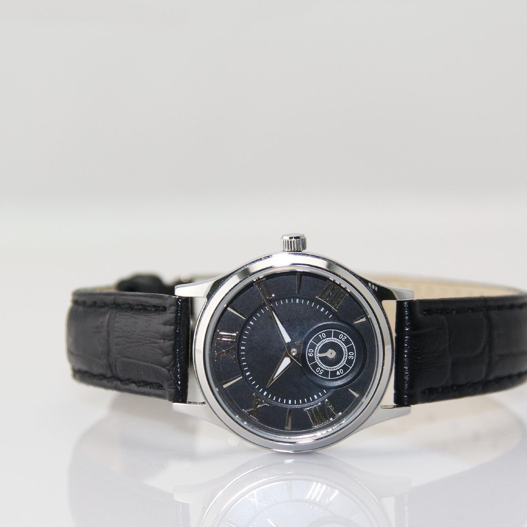供应新款时尚女士不锈钢手表 进口机芯配牛皮表带 深度防水