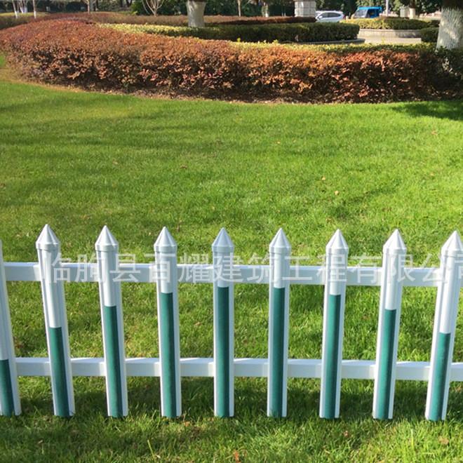 优质PVC草坪护栏现货 厂家定制 喷塑护栏 校园草皮护栏
