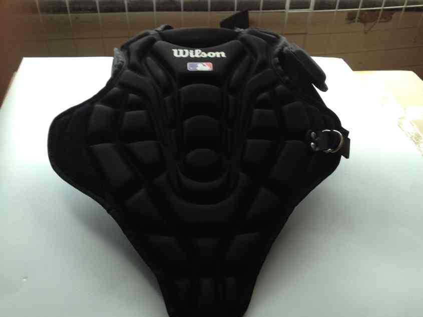 厂家来样订制优质eva运动护胸 布料压模成型护胸胸肌
