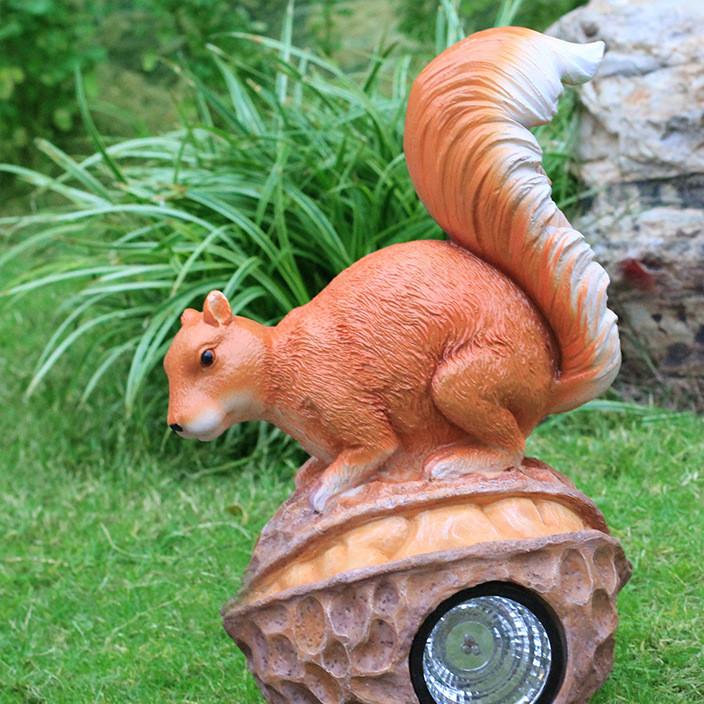 厂家直销仿真玻璃钢动物雕塑户外松鼠太阳能灯摆件花园草地装饰品